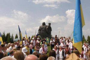 Родини бійців АТО разом з Патріархом Філаретом здійснили паломництво до Козацьких могил