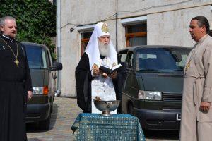 Патріарх Філарет передав на передову авто для капеланів