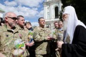 Патріарх Філарет освятив та передав паски і крашанки для бійців АТО