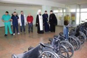 Митрополит Черкаський і Чигиринський Іоан передав інвалідні коляски для поранених воїнів