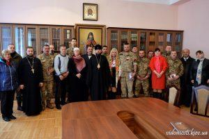 Патріарший намісник вручив українським воїнам церковні медалі «За жертовність і любов до України»