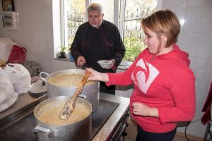 Гарячі обіди у церкві святого Миколая у м. Запоріжжі