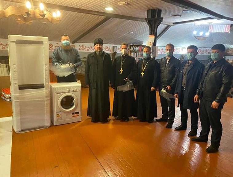 Митрополит Епіфаній передав холодильник для дитячого паліативного відділення