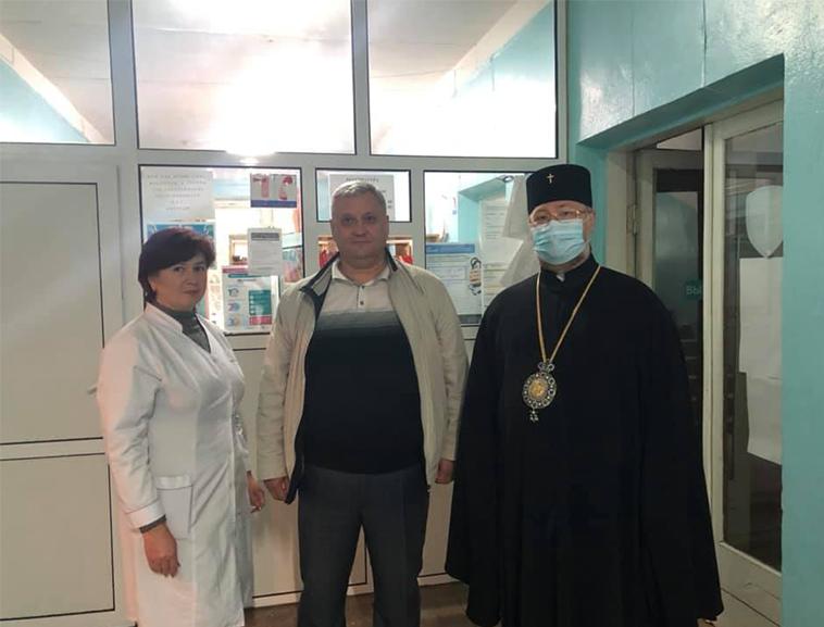 Голова Соціального Служіння Православної Церкви України передав захистні медичні щитки в лікарню.