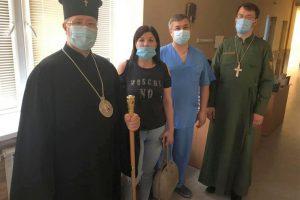 Архієпископ Сергій передав допомогу лякарям у Краматорську.