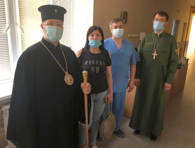 You are currently viewing Архієпископ Сергій передав допомогу лякарям у Краматорську.